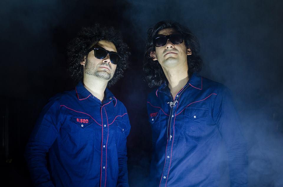 Perrosky reedita Doblando en español y lo lanza en concierto