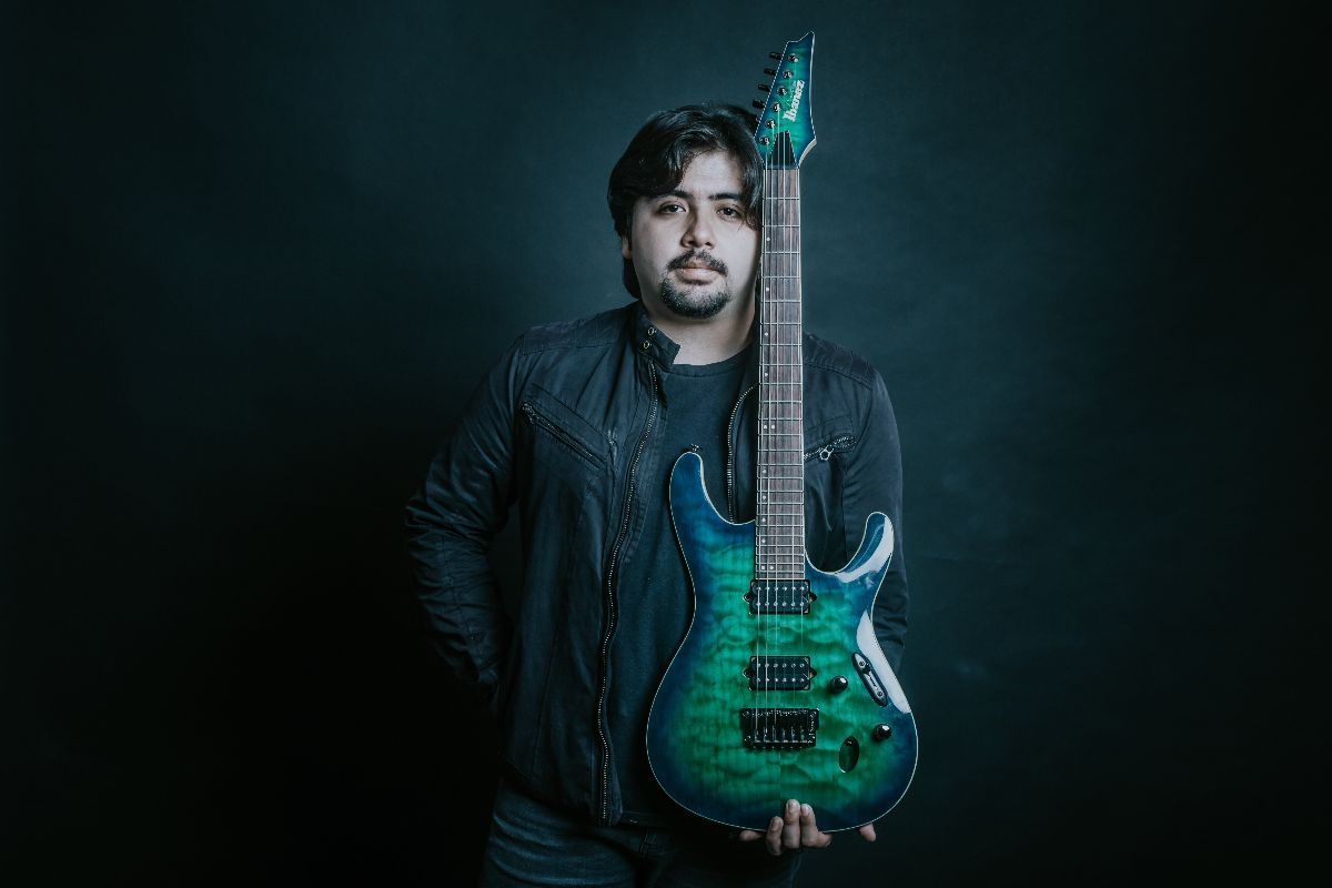Guitarrista de Crisálida estrena su primer tema en solitario
