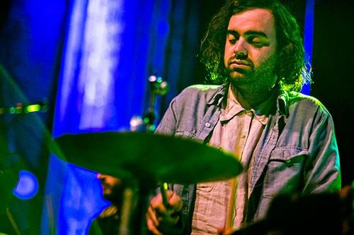 Entrevista con Cooper Crain (Bitchin Bajas, Cave): «La música y las artes prevalecen, aún en los tiempos más oscuros»