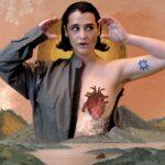 """""""La Curiosidad"""" sonora de Pascuala Ilabaca & Fauna: salsa y cumbia en su último estreno (2021)"""